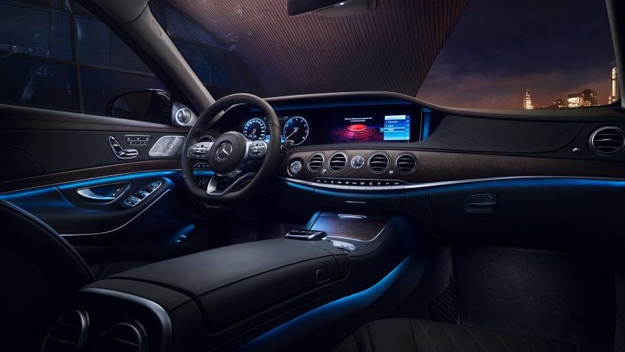 интерьер Mercedes Benz