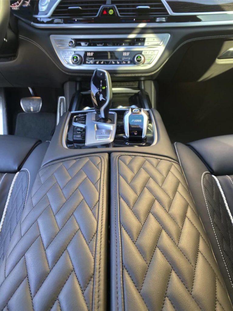 салон BMW 7 напрокат машина сочи